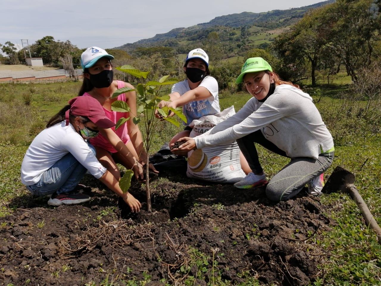 Alianza entre la Cámara de Comercio de Bucaramanga y ASPROVEL fortalece las comunidades veleñas