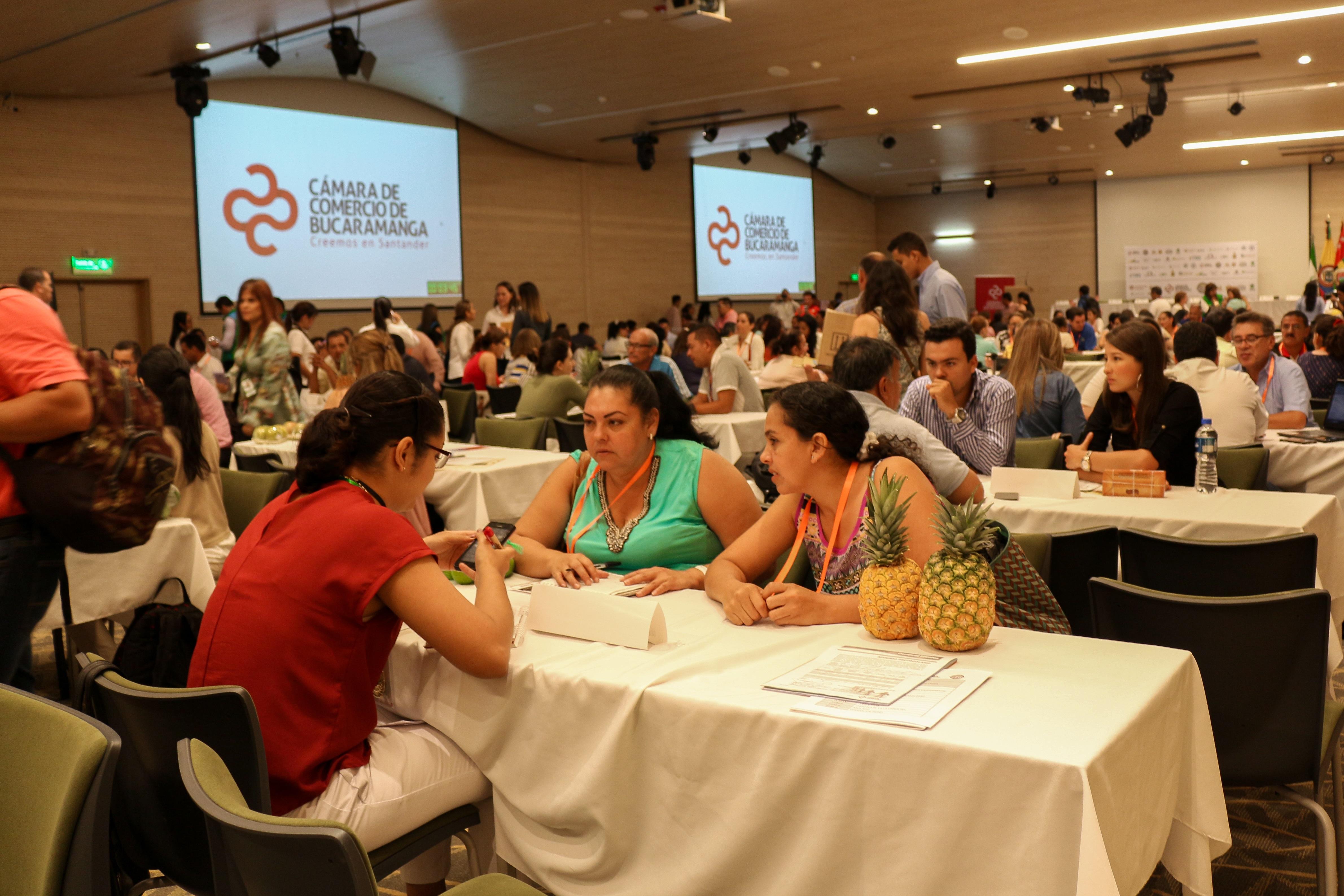 """Agricultores santandereanos logran pactar 100 acuerdos comerciales, durante la rueda de negocios del programa """"Compras Locales"""""""