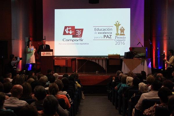 Reconocimiento a los mejores maestros y rectores de Santander